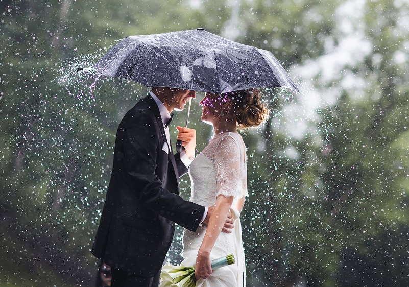 Дождь сулит счастливую и богатую жизнь молодым