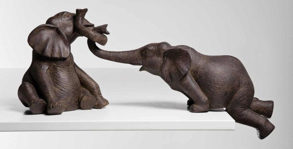 О своих проблемах человек-Слон предпочитает не рассказывать никому, кроме самого близкого человека (жены или мужа).